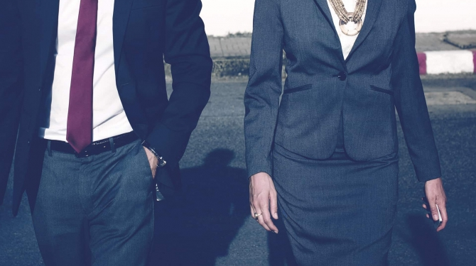 Photo man and woman in suits